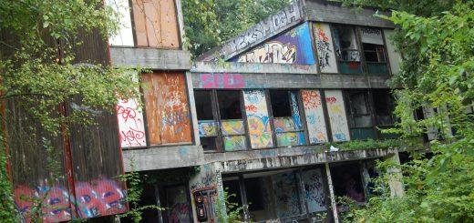 """La Maison d'Enfants de l'Avenir Social (Orgemont, Essonne), aussi connue sous le nom de """"L'Orphelinat Sans Avenir"""" / © glauqueland.com"""