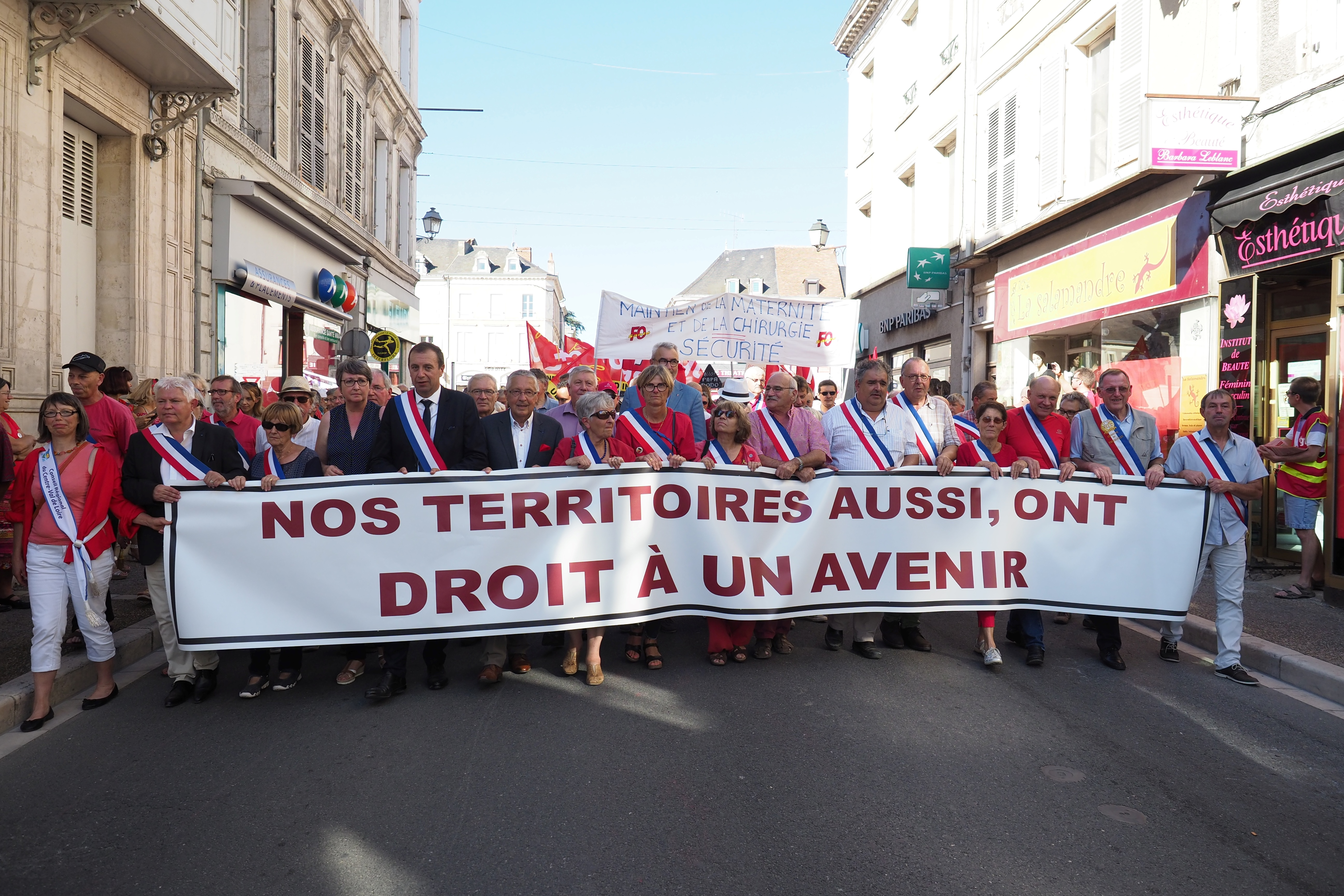 "Protesters and politicians among which the President of the Centre Val de Loire region Francois Bonneau (3R) and Le Blanc's mayor Annick Gombert (C) hold a banner reading ""Our territories too have right a to a future"" during a march against the closure of maternity hospital in Le Blanc, central France on September 15, 2018. (Photo by GUILLAUME SOUVANT / AFP)"