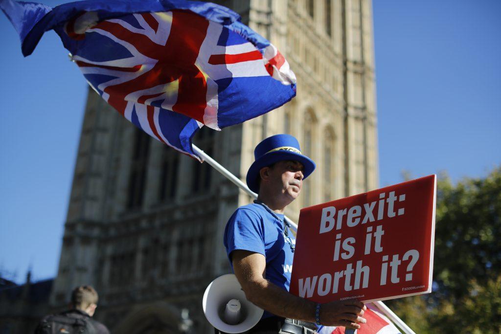 A l'aube du Brexit, les demandes de passeports français de la part des Britanniques explosent.(Photo : Tolga AKMEN / AFP)