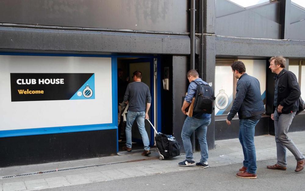 Des enquêteurs ont perquisitionné le siège du FC Bruges. Le coach du club, Ivan Leko a été interpellé. (Photo AFP/Belga)