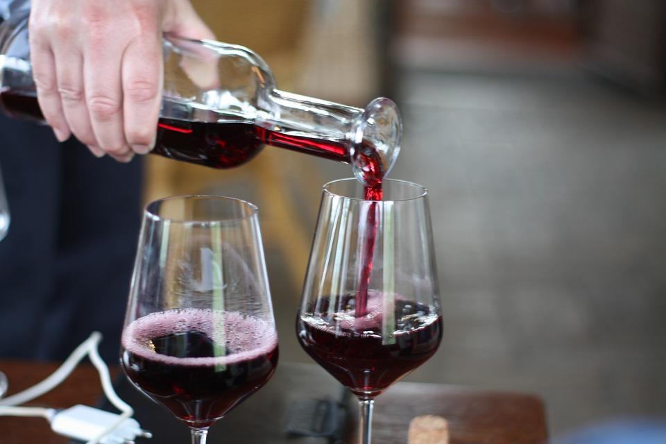 On estime à 49 000 le nombre de décès liés à l'alcool chaque année en France.